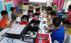 北京机器人教育哪家好(哪个好),18luck新利app机器人教育品牌哪个更好呢?
