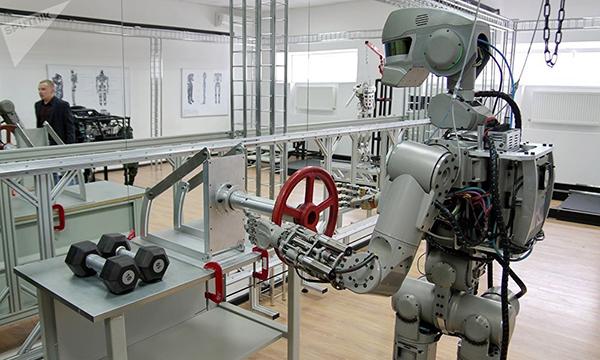 俄罗斯打造出全球首个能劈叉的人形机器人费多尔